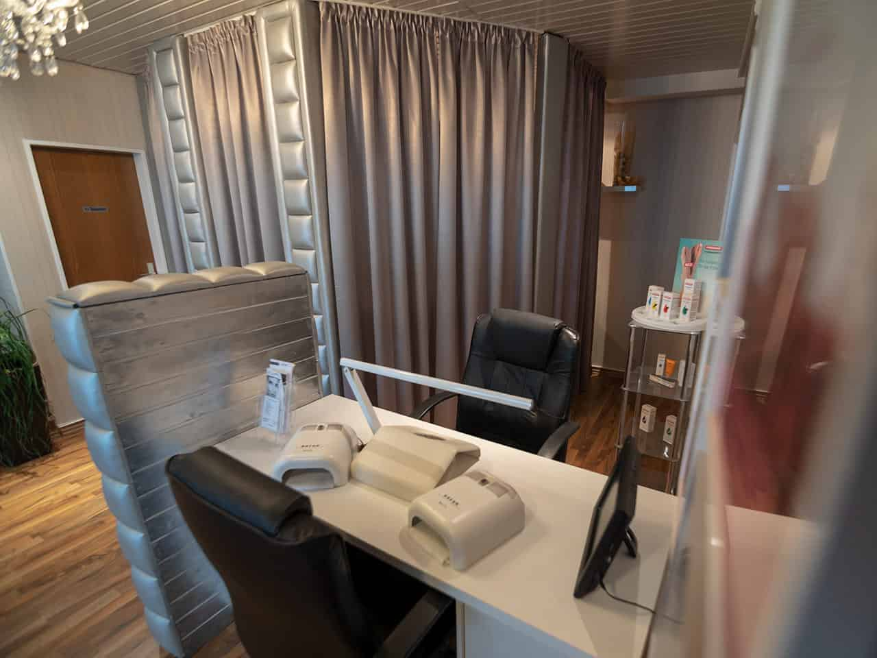 Haarstudio Barock Salon Nageldesign